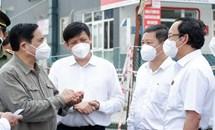 Thủ tướng chỉ đạo quan tâm hơn nữa đến đội ngũ y, bác sĩ chống dịch