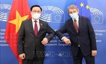 Chủ tịch Quốc hội Vương Đình Huệ hội đàm với Chủ tịch Nghị viện châu Âu