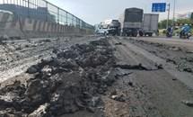 Ô tô làm rơi hàng tấn bùn xuống Quốc lộ 1, gây ra tai nạn giao thông