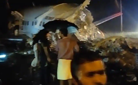 Máy bay chở 191 hành khách hạ cánh khẩn cấp và gãy làm đôi