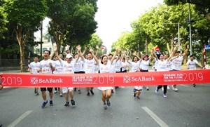 Gần 2.300 người tham gia giải chạy cộng đồng gây quỹ học bổng cho trẻ em nghèo hiếu học