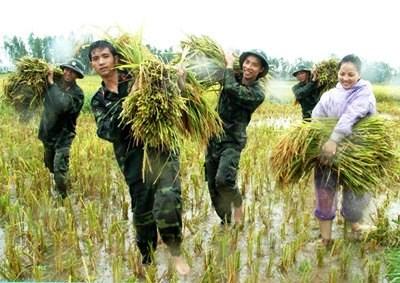 """Quán triệt và thực hiện tư tưởng """"hiếu với dân"""" của Chủ tịch Hồ Chí Minh góp phần tăng cường đoàn kết quân - dân trong tình hình mới"""