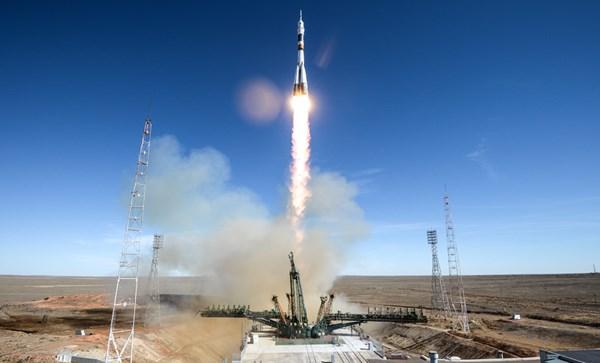Phi hành gia thoát khỏi tên lửa nổ tung ở vận tốc 6000 km/giờ như thế nào?