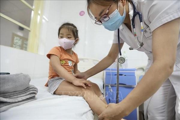 Không chủ quan, tự điều trị sốt xuất huyết tại nhà cho trẻ