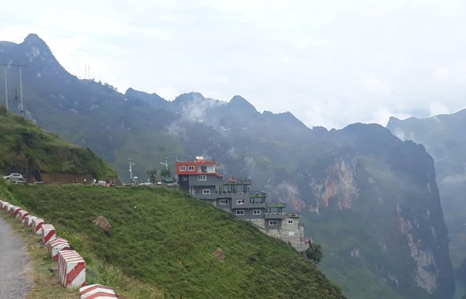 Nhà nghỉ, nhà hàng Panorama Mã Pì Lèng. (Ảnh: Nguyễn Chiến/TTXVN)