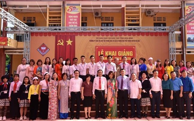 Chủ tịch Trần Thanh Mẫn dự lễ khai giảng năm học mới tại Hòa Bình